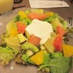キャンベルアーリ- - サラダはフルーツサラダを選択、新鮮なフルーツと野菜を中央のクリームチーズと混ぜながらいただきました。