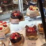 40868381 - 2015.7 ホールのケーキ、種類が多いです♡
