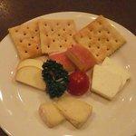 ファクトリー カミカゼ - チーズ盛り合わせ
