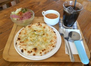 パン屋カフェ キャトル - クアトロ・フォルマッジオS スープサラダセット