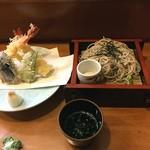 40875800 - 若松の天ぷらそば。                       うまし。                       税込1080円。