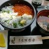 しらす食堂 - 料理写真:シラスといくらの三色丼です♪