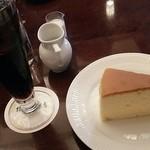 40878420 - 水だしアイスコーヒーとチーズケーキ
