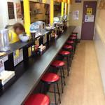 まぜそば小島屋  - オープン11時に1番乗り 店内はカウンター席のみ オーナーさん大変感じの良い方でした