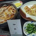 地蔵山 - 肉うどん ・並盛り¥680 竹輪天ぷら¥110
