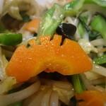 中国麺家万天 - 特徴的な切り方のニンジン発見(^_^)