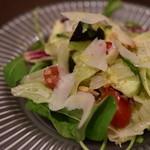 窯焼きピッツァ CiAO - パルミジャーノと水茄子のサラダ