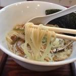 麺ゃ しき - しき麺(700円)麺リフト