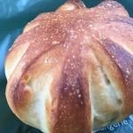 40897534 - ☃パンオフィナンシェ(小)☃                         最初はほんのりとした甘み、そして噛めば噛むほど、                        お口の中で、あまみがどんどん増してくる、                        う~ん、こんなパン好きです。