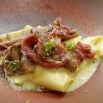 40898920 - 卵のソースで和えた冷製パッパルデッレ と熟成但馬牛の軽い炙り