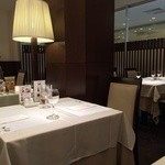 上野精養軒松屋 - テーブル50席ほど