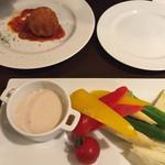 40911275 - ライスコロッケと新鮮な野菜のバーニャカウダ