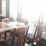 オールドタイランド  - テーブル席