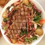 40911704 - グラマシー。125gのステーキがのったサラダです。ほくほくポテトや、ジューシーなベーコンがたっぷり!