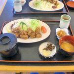 ぢばうま八 - レストラン ぢばうま八(くじら竜田揚げ定食)