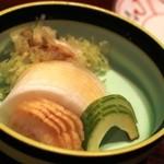 横浜野田岩 - お新香盛り合わせを肴に麦酒を頂きます 瓜は夏の味