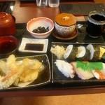 さんぞくや - 人気メニューの「寿司定食」にしました。