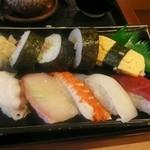 さんぞくや - 握りずしのネタは、それぞれのお魚が柔らかくて新鮮でした。