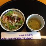 五右衛門  - 前菜(サラダとスープ) サラダにかかっている ドレッシングは 店内でも売っています。