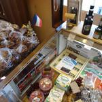 モン・ペシェ・ミニョン - チーズや生ハムも揃います