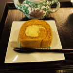 実生 - 加賀棒茶のロールケーキ