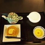 実生 - 玉露と加賀棒茶のロールケーキセット