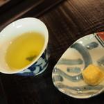 実生 - 食後に「菓子工房よどがわ」さんの茶玉が提供されます。