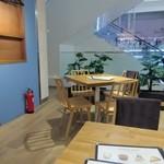 コーデュロイ カフェ - お店はオープンカフェになっててとても開放的なつくりになってます。