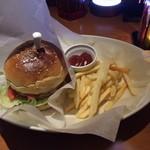 BAR A-DAY  - ここのハンバーガー好きです…東京まで帰れない日の,お楽しみ