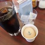 赤煉瓦カフェ ジャズ - アイスコーヒー&海軍ゆで卵