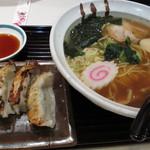 京らーめん 糸ぐるま - にぼしらーめんランチ 餃子5ヶ付 ¥740-
