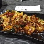 40930661 - テッチャン野菜炒め。牛ホルモンたっぷり、にんにくが効いてて美味い!