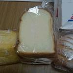 40930665 - 山食5枚切りと他パン2種