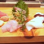 40931212 - 刺身の盛り合わせ「金目鯛/真蛸/するめ烏賊/鰹/蛤/鰍」