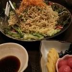 北海道室蘭焼鳥 居酒屋 蔵 - 蔵にて。前菜のラーメンサラダ