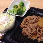 吉野家 - ブロッコリー150円、ポテサラ130円、牛皿(大)450円