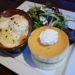 星乃珈琲店 - 料理写真:ラザニアパンケーキプレート¥950