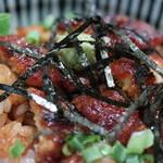あつた蓬莱軒 - 料理写真:うなぎに薬味を載せて
