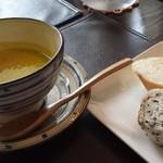 40939953 - ランチ カボチャスープ と パン(おかわりOK)