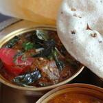 ロイヤルパラソル - 南インドのチキンカレー