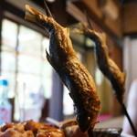 大松家 - 鮎の塩焼・・焼いてます。