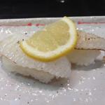 沼津 魚がし鮨 流れ鮨 - エンガワの塩炙り