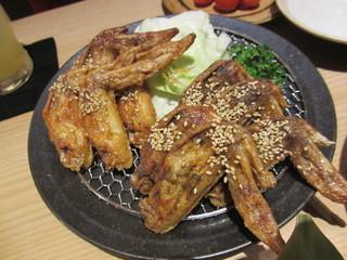 おもてなしとりよし 西新宿店 - 手羽先唐揚(甘口・辛口)