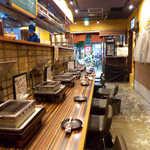 蒲田ホルモン劇場 - カウンター席には、1席ごとにグリルがあるので、一人焼肉に最適です!