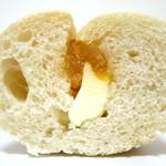 焼きたてぱんの店 Clover - ソフトフランス クリームチーズ(断面、2015年6月)