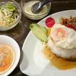 40962382 - 【ランチ】鶏ひき肉のガパオ炒めのせごはん