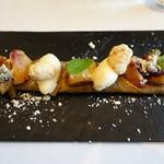 レストラン マノワ - 白桃と黒胡麻のクレープ