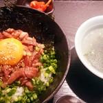 焼肉家 KAZU 神楽坂 - ローストビーフ丼