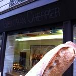 Gontran Cherrier - 料理写真:バゲット1/2 0.47€(2011.11)