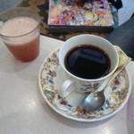 クレオパトラ - さらさらサンドセットのリコピンジュースと珈琲